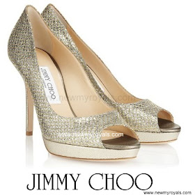 Princess Marie Style JIMMY CHOO Pumps  and BOTTEGA  VENETA Knot Clutch