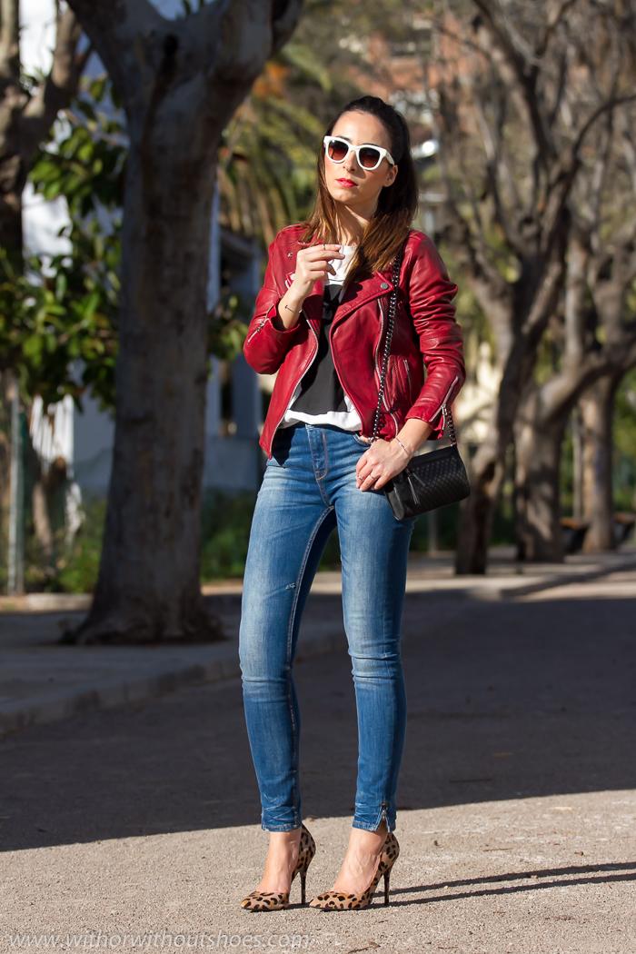 Blogger_valenciana_moda_mujer+Look_casual_rock_chic+Biker_cuero_roja+jeans_pitillo_ajustados ...