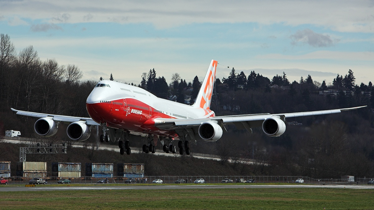 external image b747_8_intercontinental_jumbo_jet_just_takeoff_472356_aircraft-wallpaper.jpg