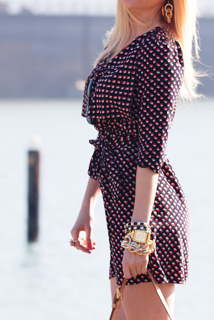 Dale+Steliga +vacation+dress,+gold+jewelry,+Savvy+Spice+fashion+blog