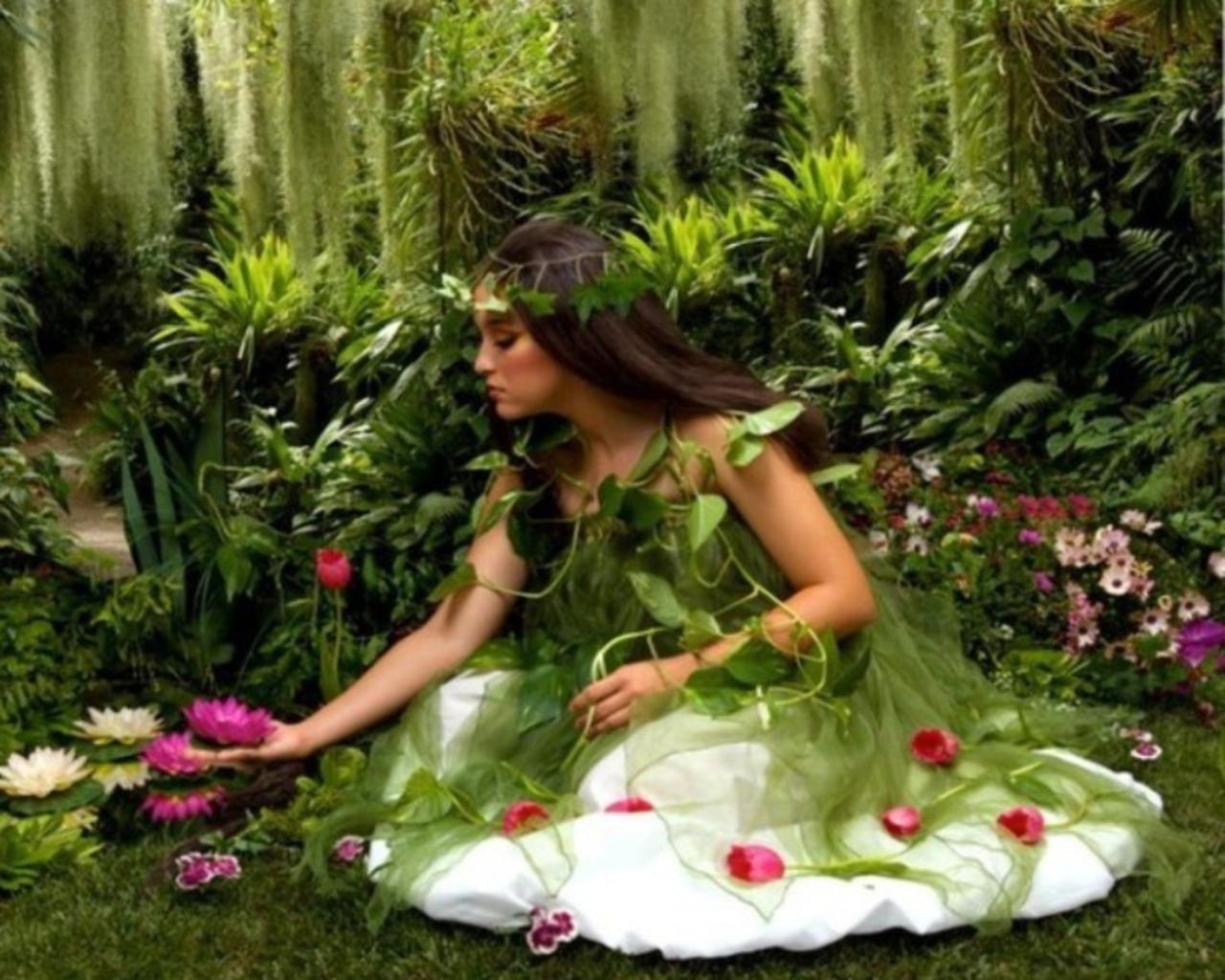 http://1.bp.blogspot.com/-s6reC1fmt8A/Tm96B6PsBGI/AAAAAAAAE3Y/7Bs53J-ET_A/s1600/624833-1280x1024-Flower-girl.jpg