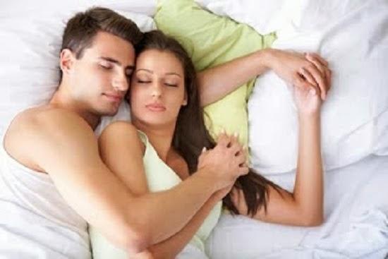 Manfaat Tidur Sambil Berpelukan