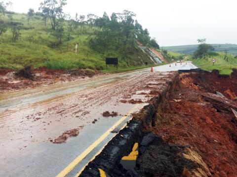 Governo libera 35 dos 50 pontos de rodovias danificados pelas chuvas