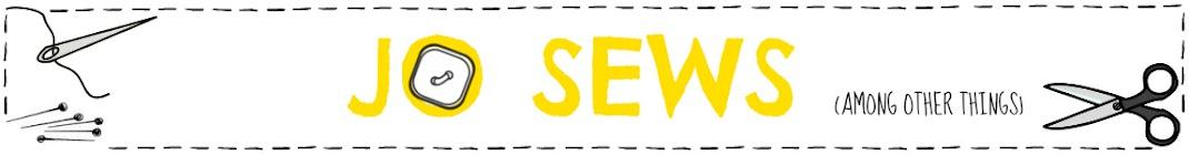 Jo sews