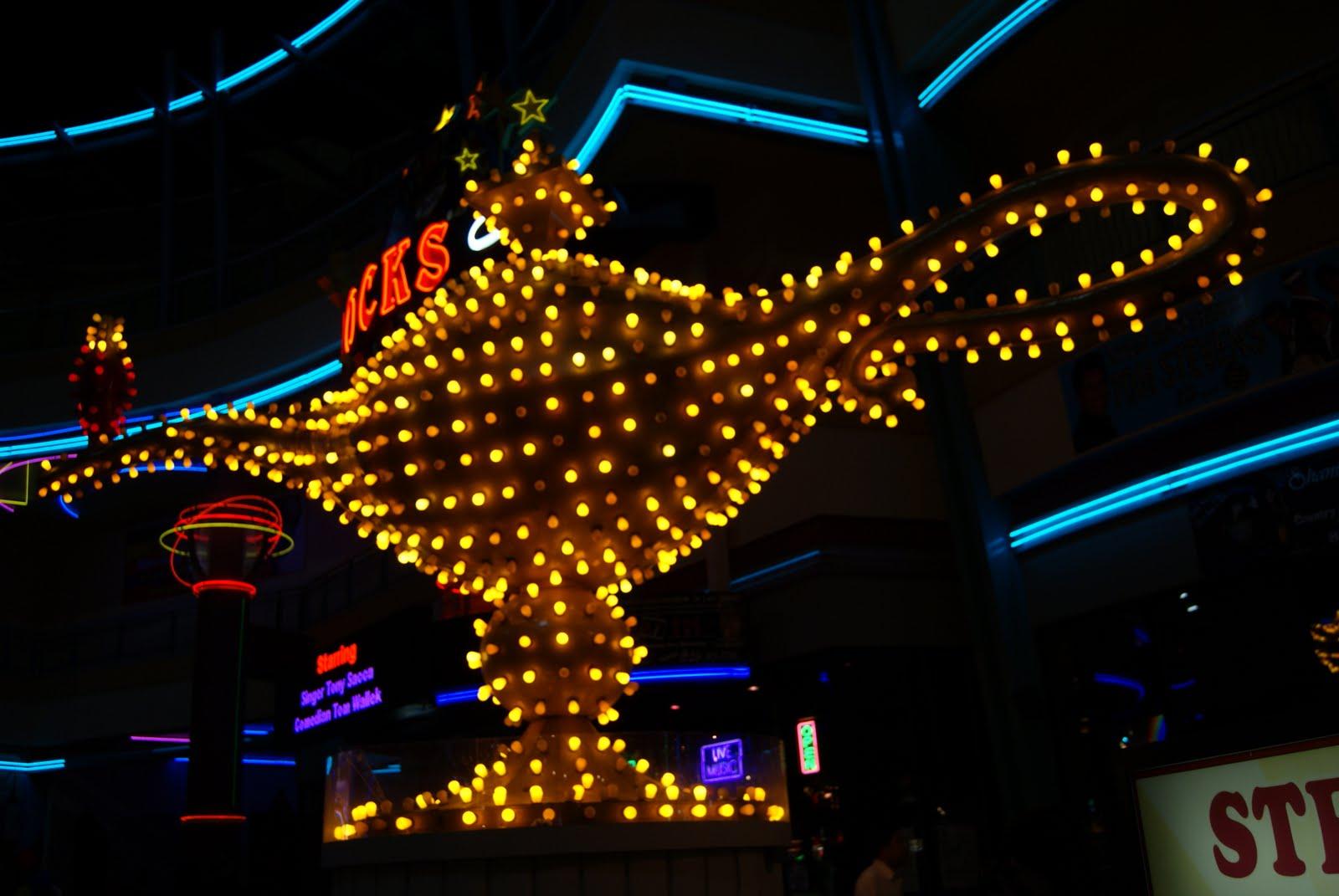 http://1.bp.blogspot.com/-s7us9ROFrf4/T-s2_n7tZiI/AAAAAAAANRc/ZQDYZvRhEOc/s1600/Vegas+SLR+161lights.jpg