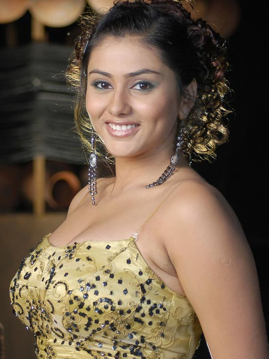 Hairstyles 2017 Games : South Indian Actress Namitha Hairstyle Pictures - Girls Hairstyle ...