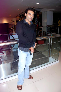Uday Chopra With Nargis watch 'The Dark Knight Rises'