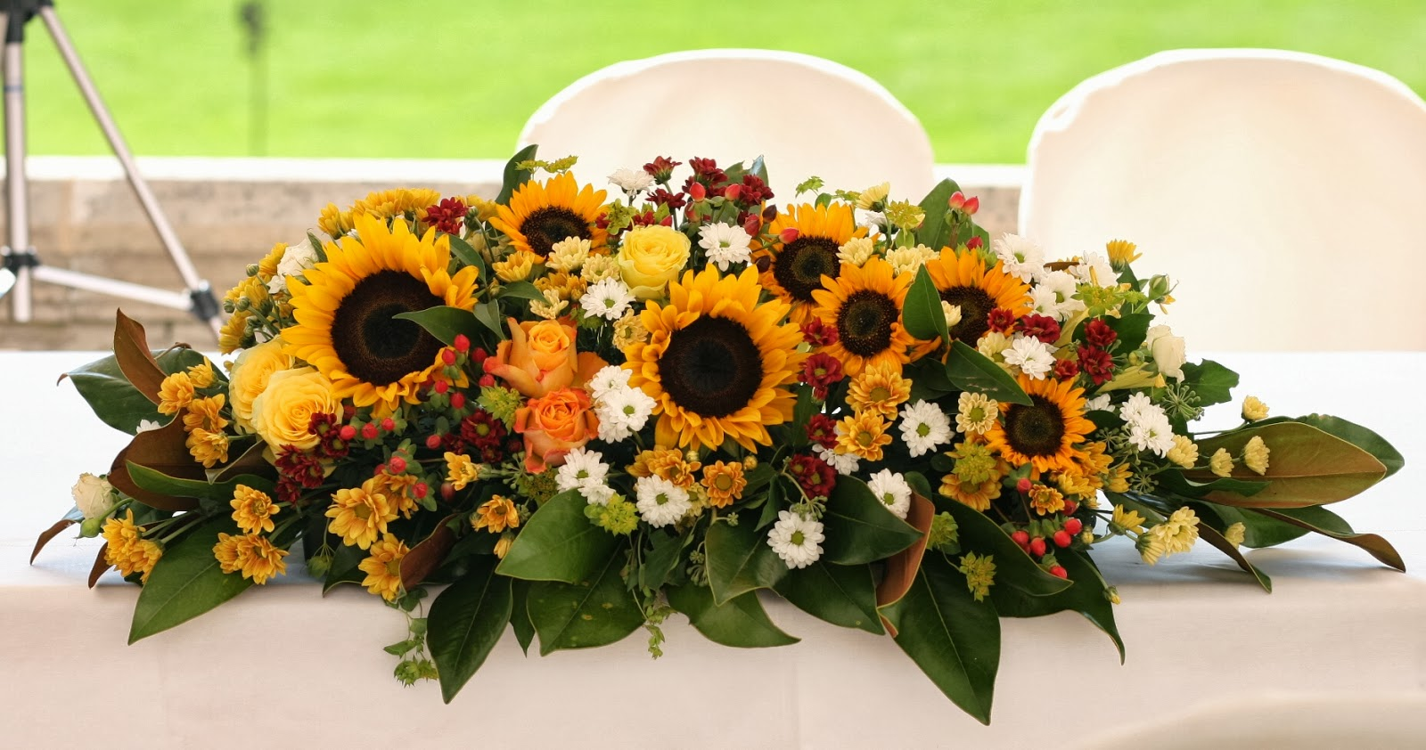 Tavoli Matrimonio Girasoli : Green grass un matrimonio estivo girasoli e sorrisi