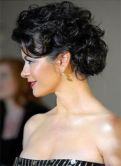 http://1.bp.blogspot.com/-s8D9YhcFkog/TWX0fQW7ZiI/AAAAAAAAALQ/DFmjpuxl1kg/s1600/catherine-zeta-jones-hairstyles-7.jpg