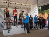 Sebastião recebendo trofeu