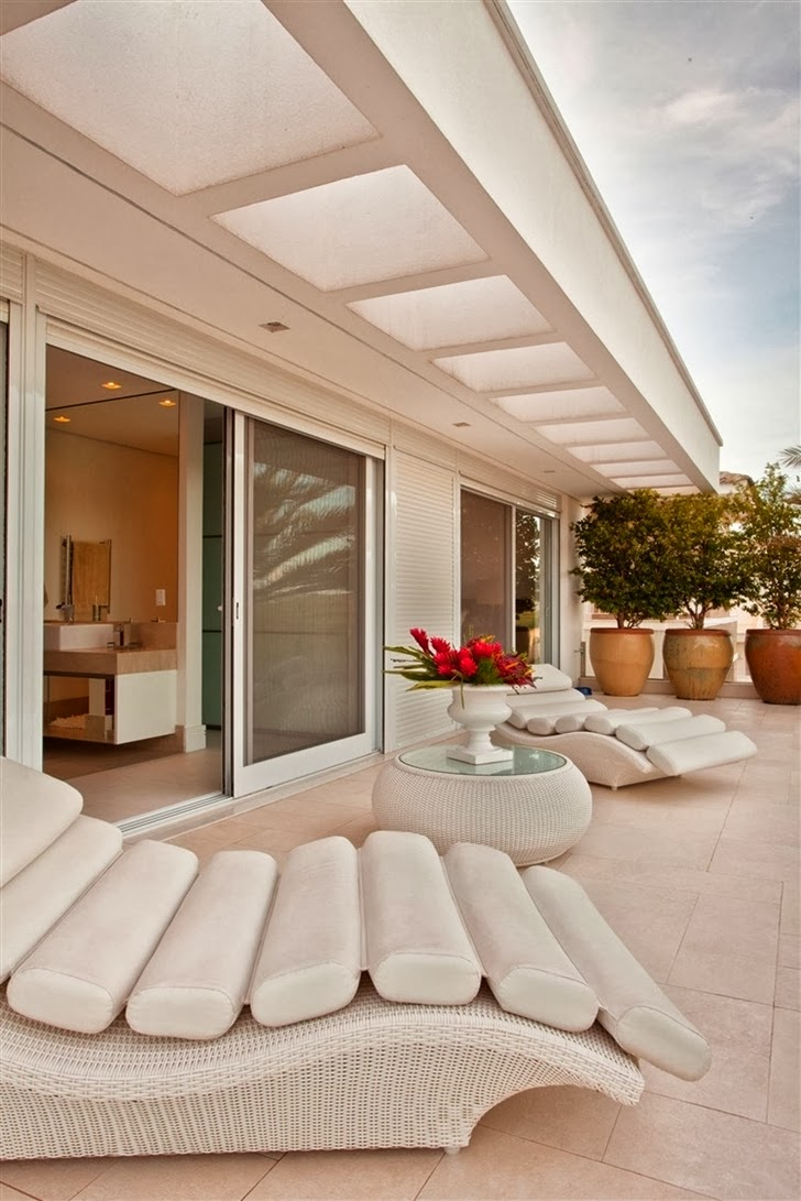 Balcony furniture in Dream home by Pupo Gaspar Arquitetura