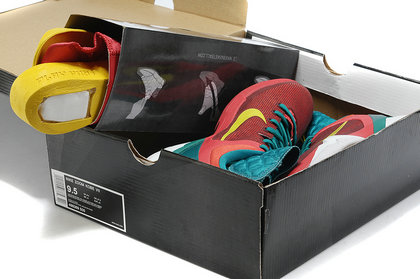 kobe 7(VII) nike zoom kobe. Kobe fans can collect this pair zoom kobe 7 dragon year shoes as one gift in 2012.