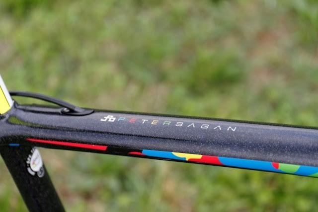 Sagan ya tiene su S-Works con los colores del Arcoíris
