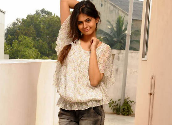 Actress Shobha in trousers