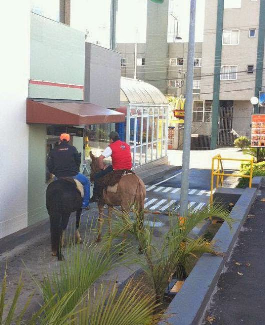 De cavalo no Drive Thru do McDonalds