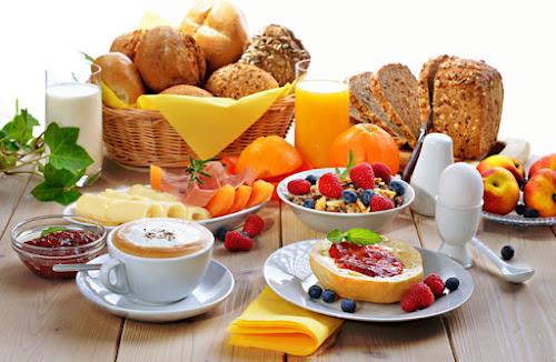 O que consumir em um café da manhã saudável