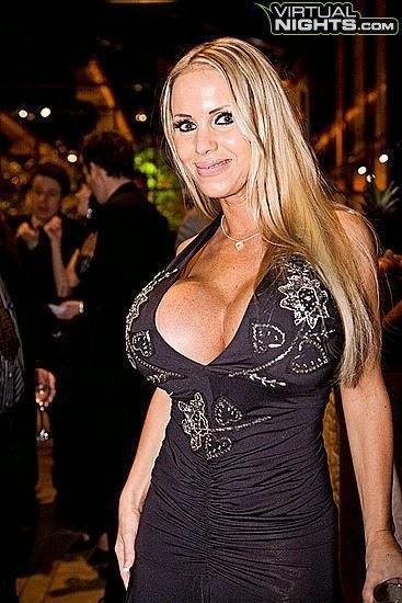 escortg Linse Kessler breasts