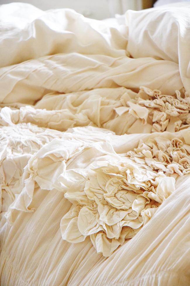 http://1.bp.blogspot.com/-s9IKqDNomtU/VqeCv_e4CRI/AAAAAAAAKCk/DG8kjCsUegs/s1600/Anthropologie-Bedding-Georgina-6993sm.jpg