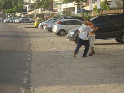 Briga na rua em Copacabana/Foto: Marcelo Migliaccio