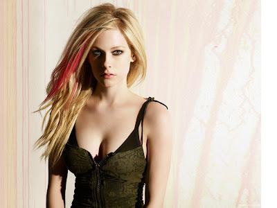 Avril Lavigne Glamorous Singer Wallpaper