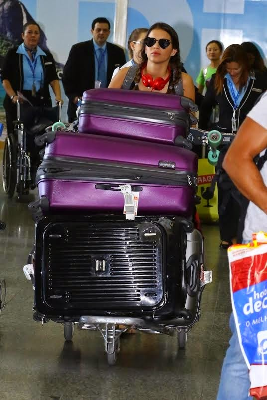 Depois de quase um mês nos EUA, Bruna Marquezine está de volta