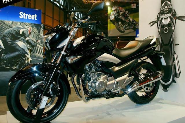 suzuki-inazuma-250-black