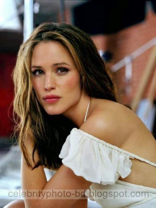 Jennifer+Garner+Latest+Hot+Photos+With+Short+Biography016