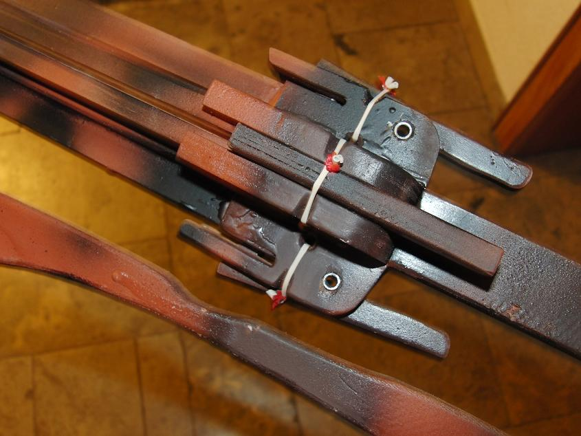 Revolver crossbow: Four full size arrows! Four3
