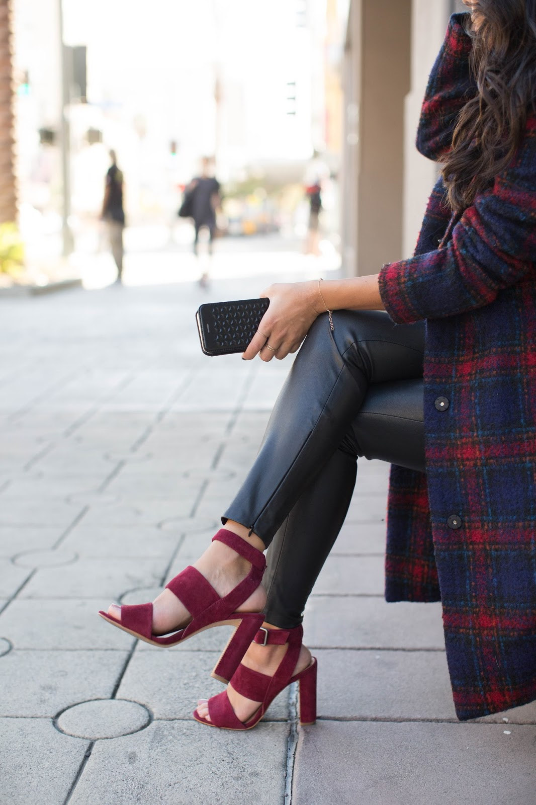 how to wear  plaid coat, swapping out cell case instead of purse, STIL Cell Case