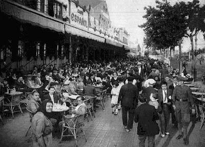 Terraza del Gran Café Español, en la Avenida del Paralelo de Barcelona