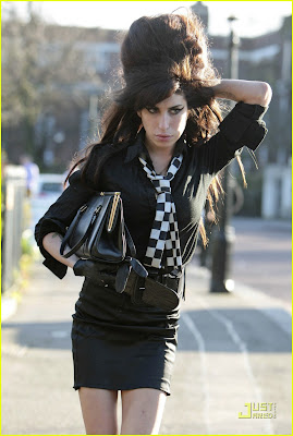 http://1.bp.blogspot.com/-sAmuWd-2DvU/TekBl2825zI/AAAAAAAABTs/doh6KTsXJY0/s1600/amy-winehouse-going-to-rehab-01.jpg