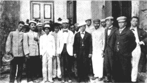 Los indios bravos guam exiles 1901 for Luces camerino