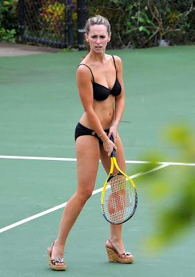 Jennifer Love Hewitt Black Bikini Pic