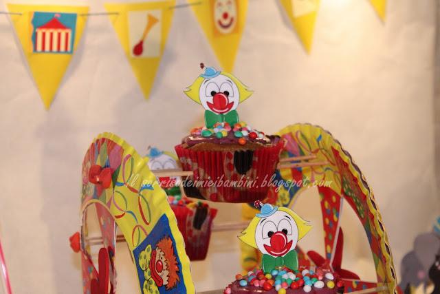 Il sorriso dei miei bambini cucinare con i bambini ruota panoramica di cupcakes alle more e - Cucinare coi bambini ...