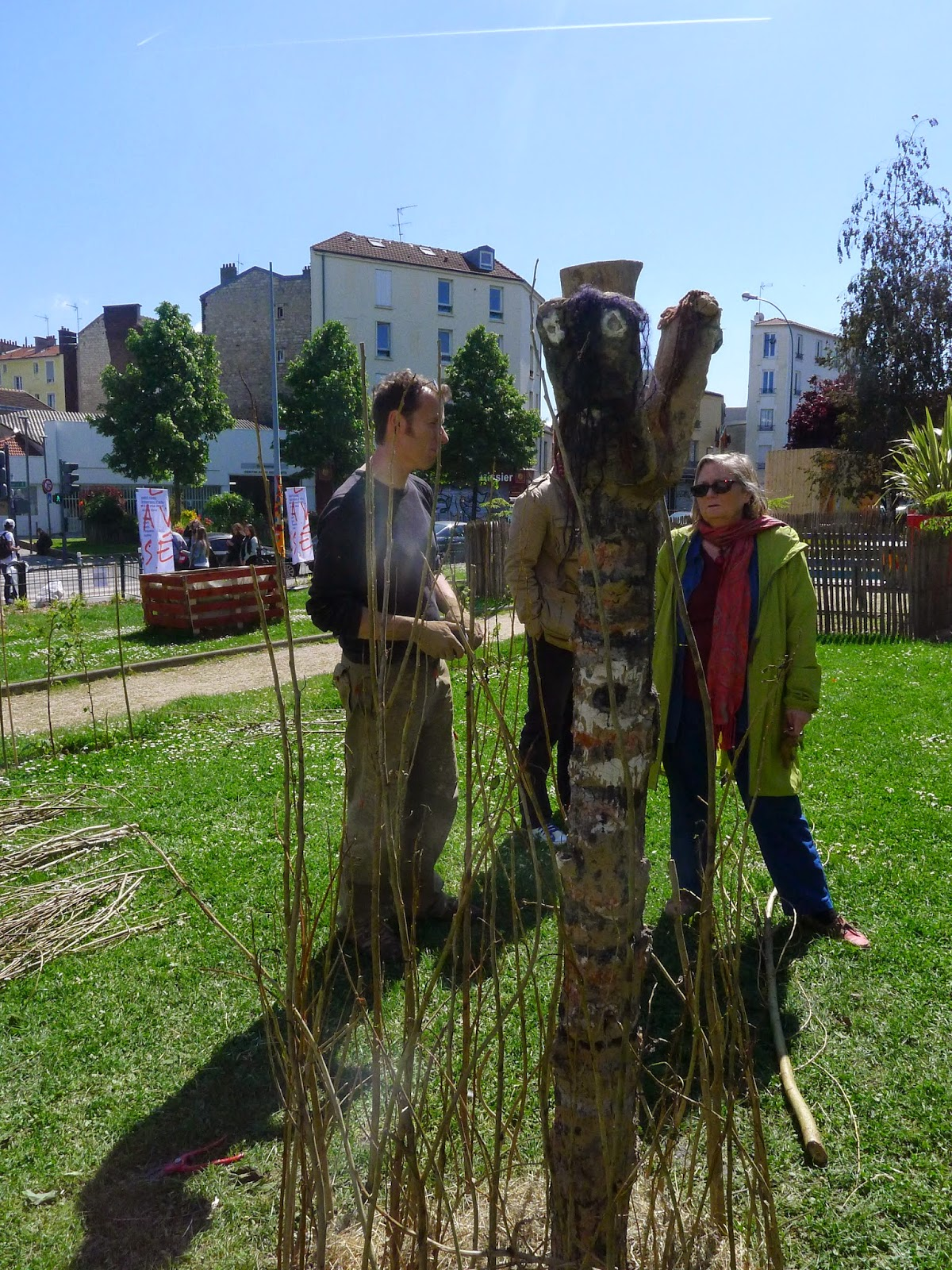 Le knit graffiti au jardin du 54 rue charles schmidt for Jardin 54 rue de fecamp
