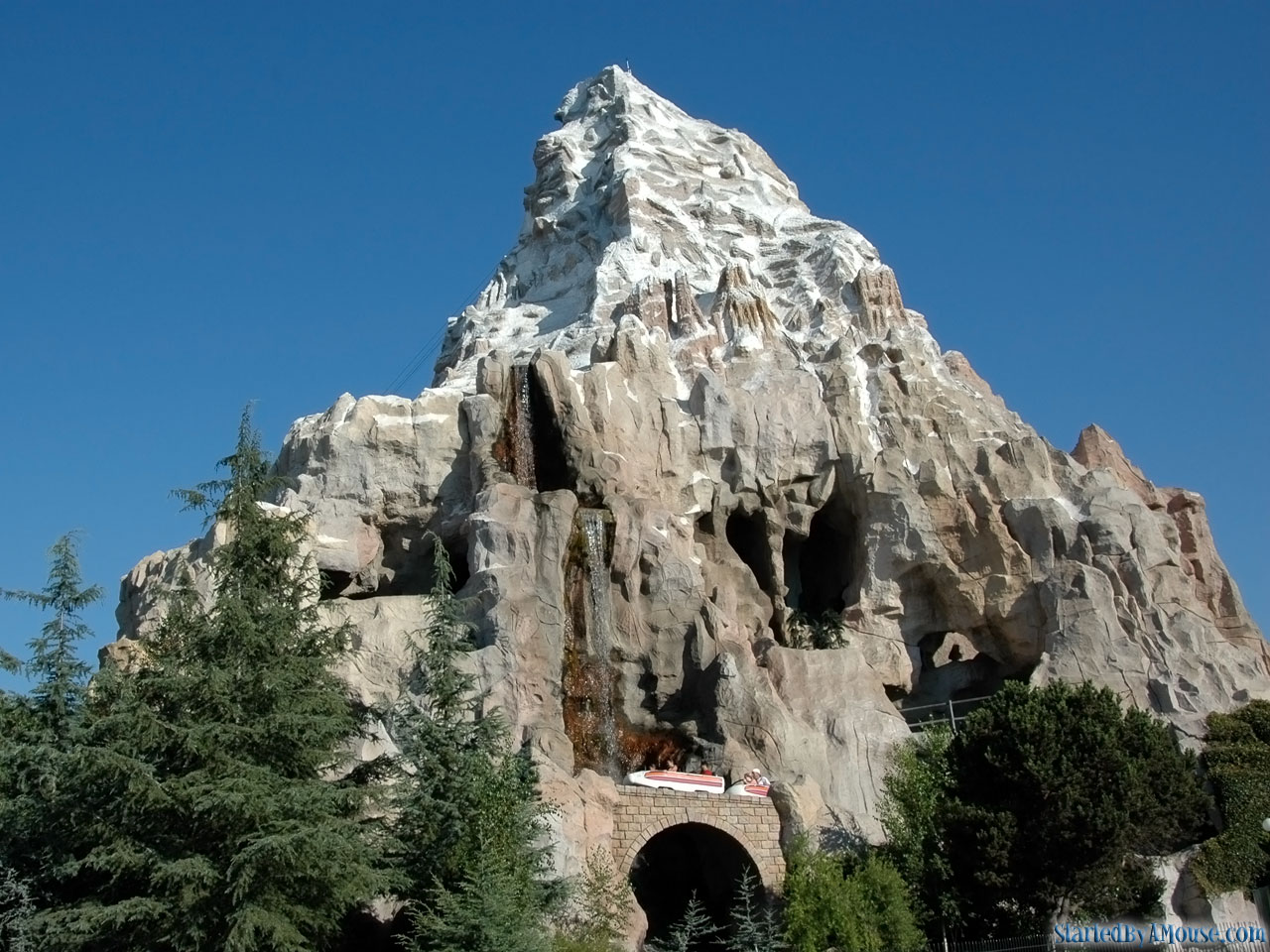 The Best Disneyland Rides To Go On At Night Tips From The Disney