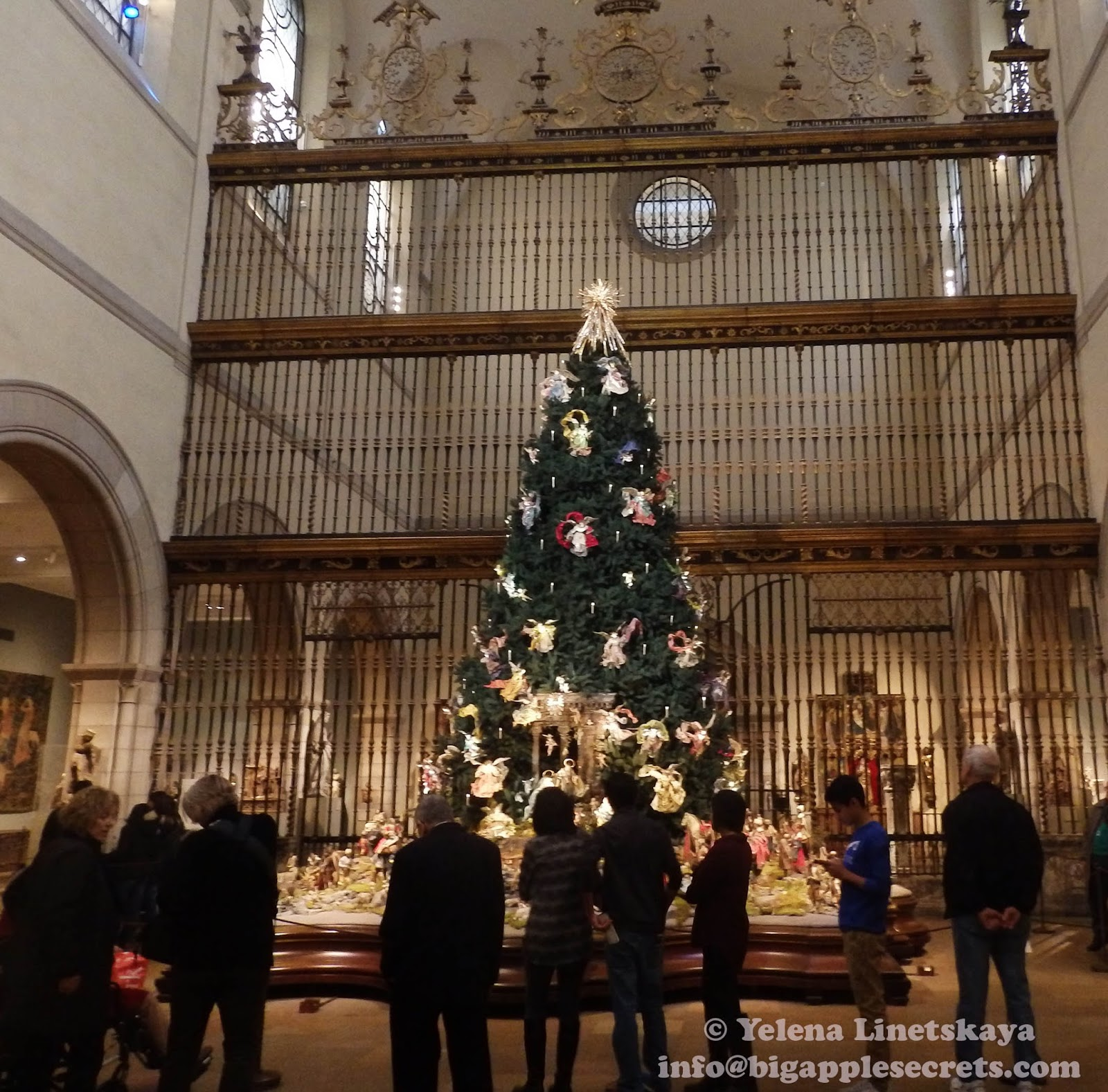 Big Apple Secrets Metropolitan Museum Of Art's' Christmas Tree - Medieval Christmas Tree