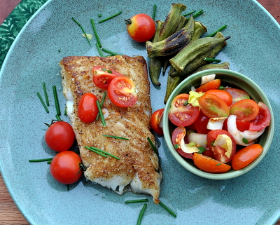 Fish with Roasted Okra 'Fries' & Tomato-Fennel Salad, another Quick Supper ♥ KitchenParade.com. Low Carb. Entire meal for under 200 calories, WW5.