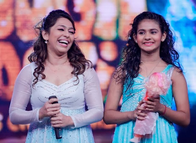 Madhuri & Juhi Chawla at Boogie Woogie to promote 'Gulaab Gang' movie