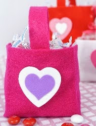 http://translate.googleusercontent.com/translate_c?depth=1&hl=es&prev=search&rurl=translate.google.es&sl=en&u=http://twomoreminutes.com/more-valentines-day-crafts-felt-baskets/&usg=ALkJrhhwDPCxv_MMU7HSaCwp5DmV0vPTxQ