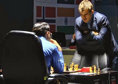 Magnus Carlsen au championnat du monde d'échecs 2014 © Chess & Strategy