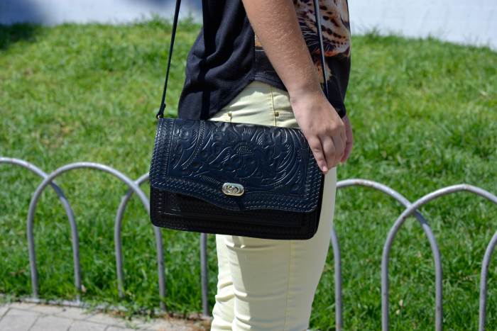 look_outfit_pantalon_amarillo_camiseta_leopardo_colgante_símbolo_infinito_zapatos_pico_pinchos_Zara_nudelolablog_04