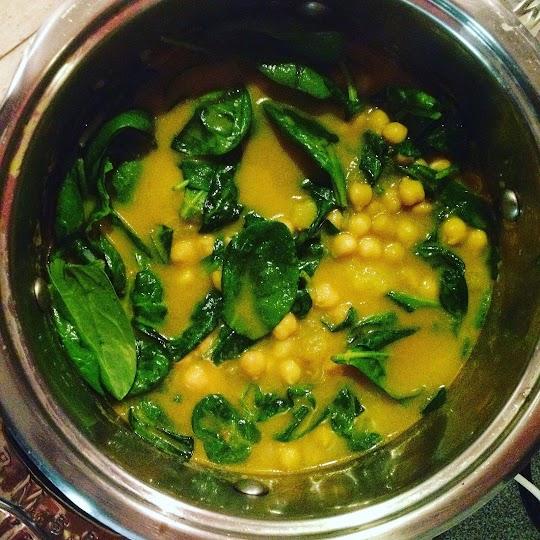 Tajskie curry z soczewicą, dynią i szpinakiem