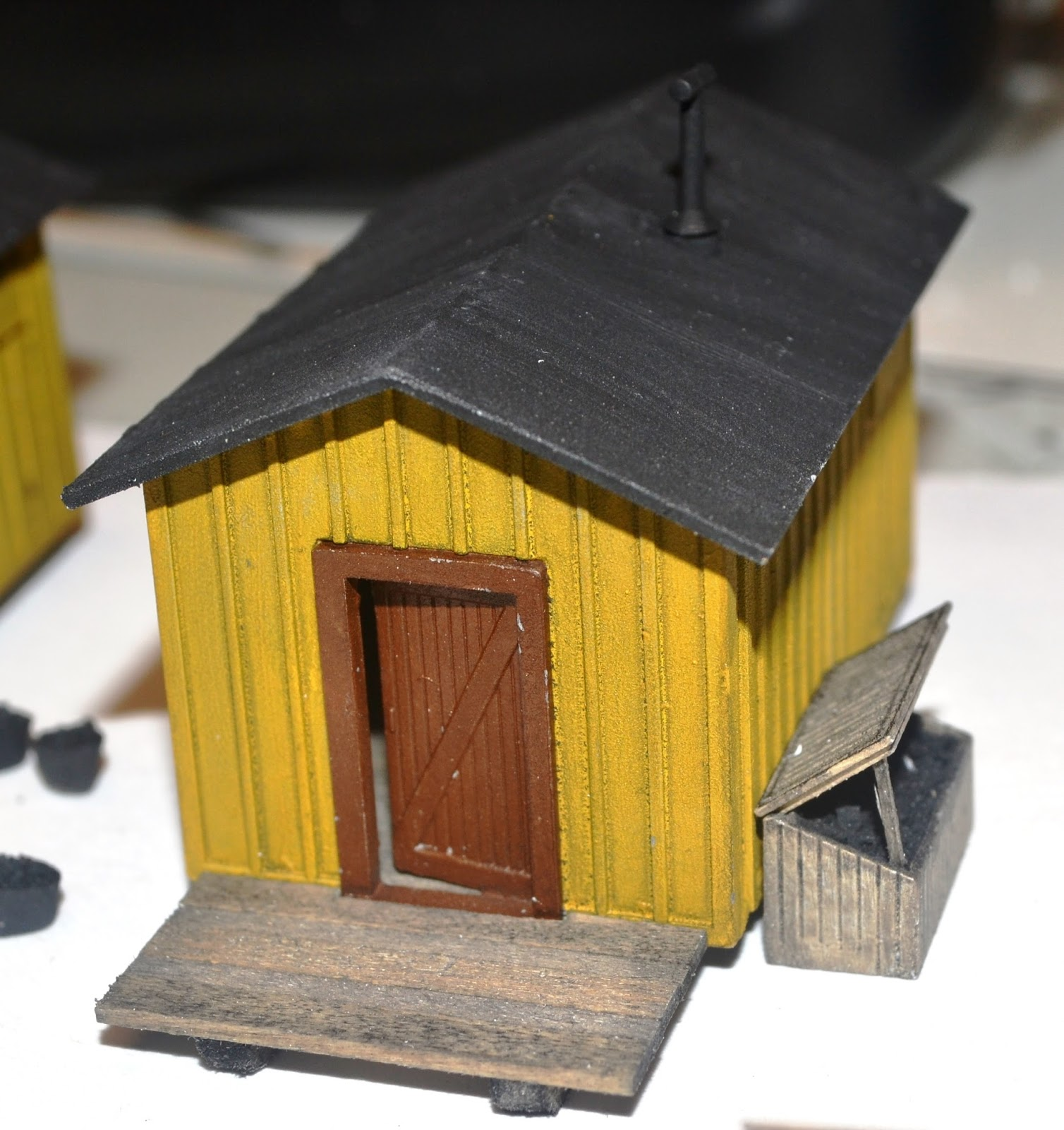 Nirvana valley model railroad logging camp cabins for Log slab siding