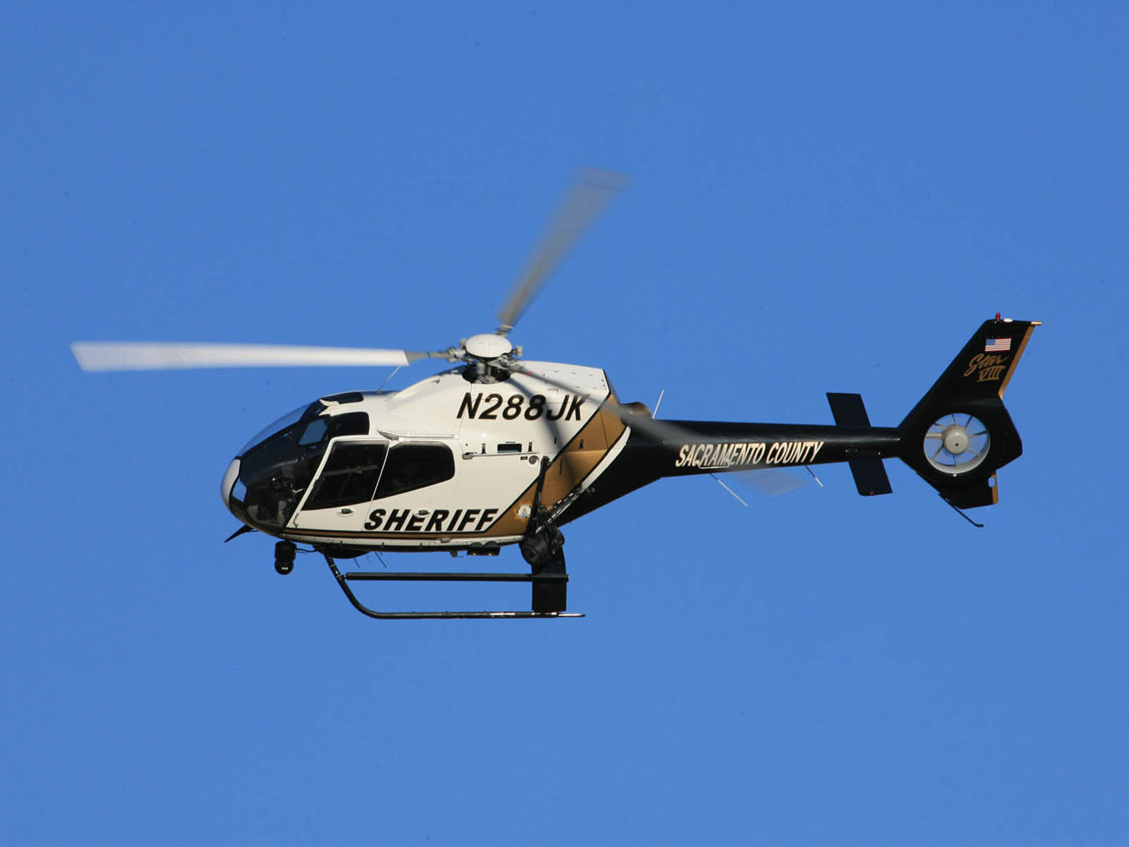 http://1.bp.blogspot.com/-sCxFJgL3M8Q/UDHlxelJh1I/AAAAAAAAHrI/FuD1V-PtqPg/s1600/Eurocopter+EC+120+Wallpapers+1.jpg