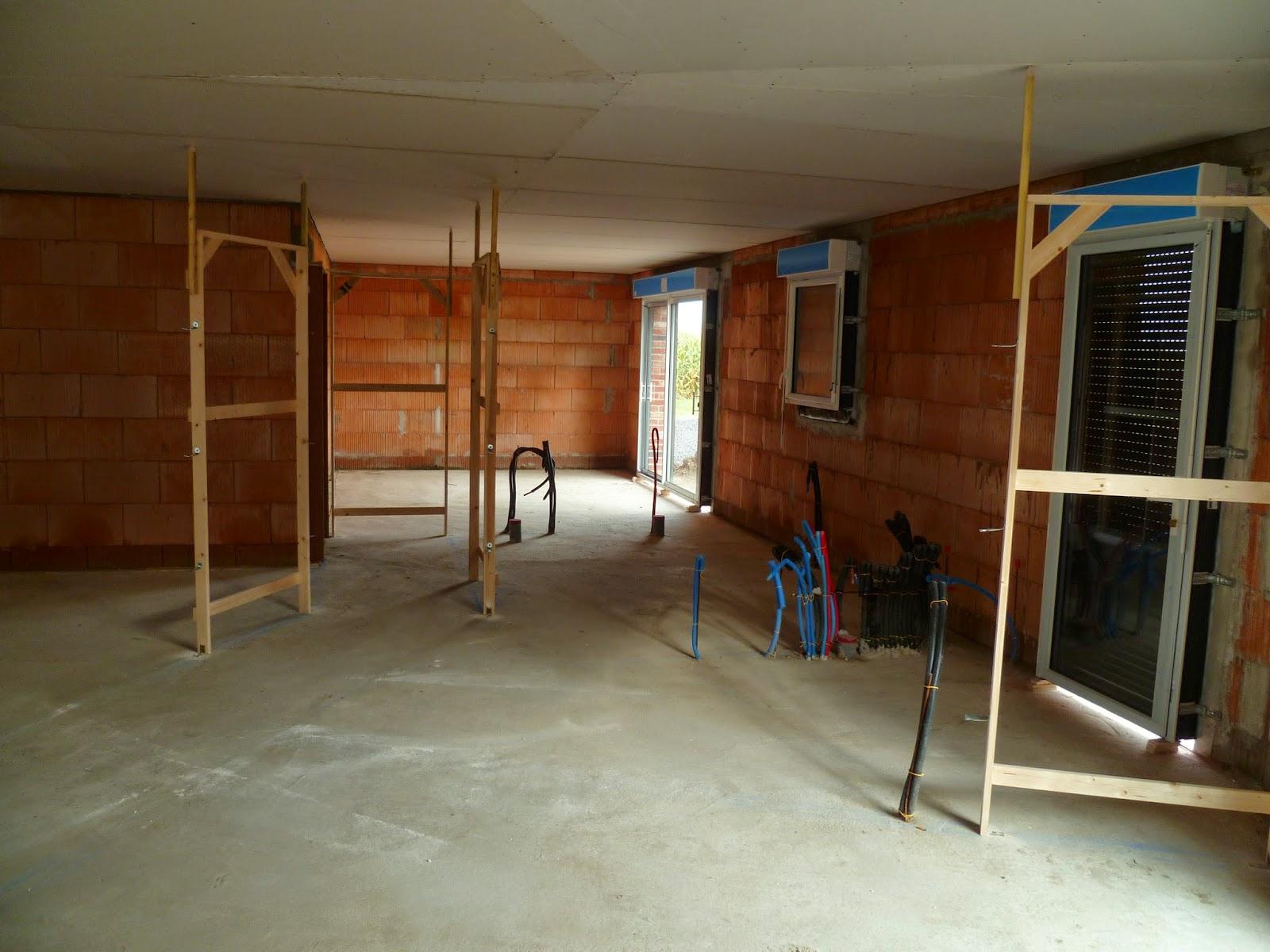 Notre maison estaires plafonds encadrement de porte for Encadrement porte interieur