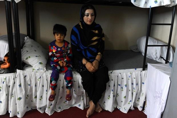 """""""Phá trinh"""" nữ tử tù trước khi hành hình ở IRAN 4"""