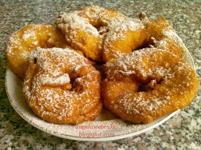 Bundás alma recept, könnyen elkészíthető almás sütemény fahéjas porcukorral.
