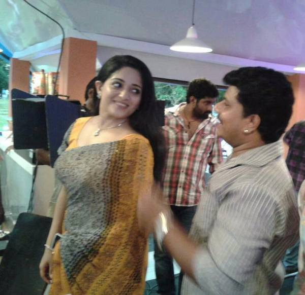 Kavya madhavan39s unseen private photo gallery mallu mango for Kavya madhavan bathroom