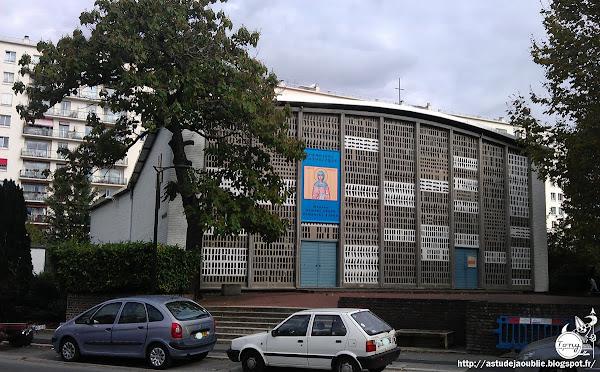 astudejaoublie Bagneux - Église Sainte Monique  Architecte: Roger Faraut  Construction: Achevée en 1963  Vitraux: Le Chevallier